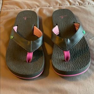 Like New! Sanuk Women's Yoga flip flop Size : 6
